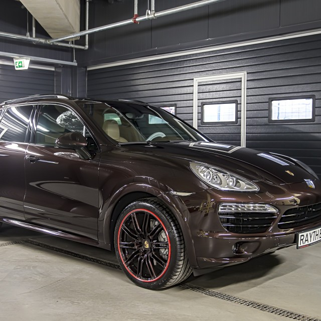 Brown Porsche Cayenne